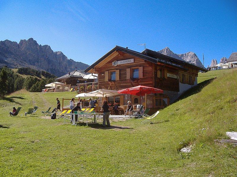Baita la zondra vigo di fassa dolomiti benvenuti for Rifugio in baita di montagna